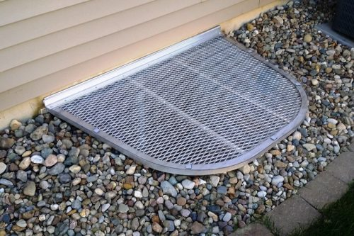 u-shaped well with aluminum grate covered with clear top cover
